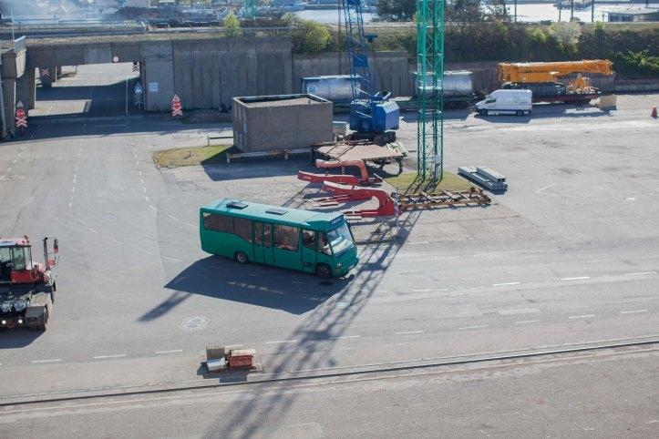 2017-05-13, Bus, Buss, Turkos, Transferbus, Transferbuss, Klaipeda, Sunshine, Solsken, Betong, Asfalt, Foto: Karl Larsson