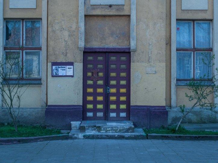 2017-05-13, Färglagd dörr, Colorful door, Fönster, windows, Gul puts, yellow plaster, Foto: Karl Larsson