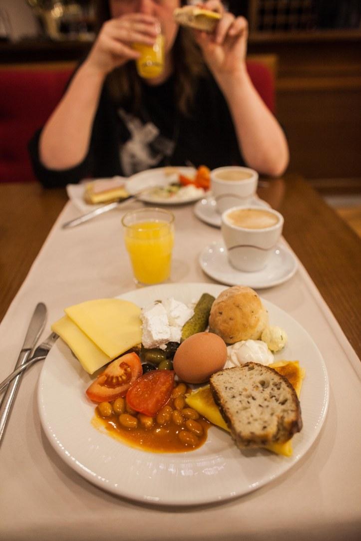 2017-05-15, Egg, Ägg, Tomatoes, Tomater, Juice, Jos, Kaffe, Coffe, Ost, Cheese, Bröd, Bred, Baked beans, bönor i tomatsås, Foto: Karl Larsson